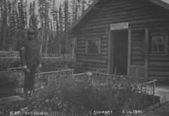 Sgt. Holmes, RNWMP, Stewart River, Yukon / Sgt. Holmes, R.G.C.N.-O., rivire Stewart, Yukon (BiblioArchives / LibraryArchives) Tags: canada station gold lac yukon lor goldrush bac libraryandarchivescanada nwmp stewartriver northwestmountedpolice rnwmp bibliothqueetarchivescanada rueverslor policechevaldunordouest henryjosephwoodside sgtholmes august1901 aot1901 pcno rivirestewart rgcno
