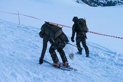 Ramassage des dechets entre Tete Blanche et col de Bertol (Patrouille des Glaciers) Tags: ski suisse course glacier zermatt militaire ch alpinisme pdg patrouille dechet valaiswallis
