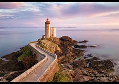 Hues of Dusk (Steve-P2010) Tags: lighthouse coastline sunsetting eveninglight frenchlighthouse pharedebretagne leminou brittanylighthouse