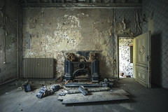 Hell to the thief (dimitri_ca) Tags: abandoned abandonedhouse marode lostplace oncewashome