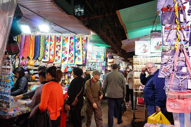 ナイトマーケット散策とローカルディナー(海外の市場のオプショナルツアー)