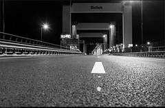 Inspectie ramps Botlekbrug A15 (Peterbijkerk.eu Photography) Tags: alanesa15 a15 botlek botlekbrug ijsselmonde rotterdam vondelingenplaat inspectie peterbijkerkeu verhardingsonderzoek hoogvlietrotterdam zuidholland nederland nl nachtfotografie bridge hefbrug zwartwit bw blackandwhite