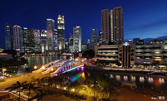 Singapore River (vista) (Ken Goh thanks for 2 Million views) Tags: tall buildings architecture bridge singapore river boat quay night photography blue sky longexposure landscape colors water reflection hour supertree stitch panaroma pentax k1 sigma 1020