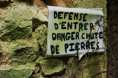 attention danger (aqueduc) Tags: france mas frankreich mort crime maison francia gard assassin mystere meurtre assassinat argilliers argillier
