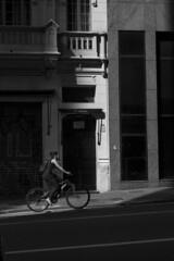 r. Libero Badaró, SP (Th. C. Photo) Tags: street light shadow blackandwhite bw luz bike photography centro streetphotography bicicleta sombra pb sp streetphoto rua fotografia pretoebranco libero badaró fotografiaderua thiagoc streetphotographysp ruidosp