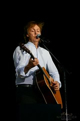 Paul McCartney with Martin D28 #2 (NM_Pics) Tags: munich mnchen paul beatles olympicstadium mccartney paulmccartney olympiastadion oneonone