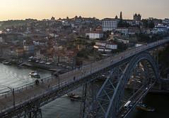 Atardece en Porto (CeliaQuintillan) Tags: bridge sunset portugal architecture puente atardecer arquitectura bridges porto puentes atardeceres ocaso estructura ocasos infraestructura
