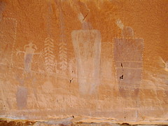 Robber's Roost Canyon Rock Art (Udink) Tags: rockart petroglyphs pictographs angelpoint robbersroost robbersroostcanyon