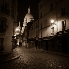 Montmartre - Paris - FRANCE (william 73) Tags: 12mm f2 paris france montmartre zuiko olympus omd em10 mk2 formatcarr spia nuit night bynight