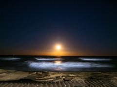 soft moonlight (d@neumi) Tags: sky moon mond mondlicht moonlight sea meer strand beach night nacht wellen longtime soft gegenlicht backlighting waves spanien costa brava travel vollmond spain abenddmmerung evening abend abendstimmung mood panasonic lumix g7