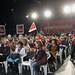 A la izquierda que se niega a sí misma quiero decirles que los socialistas de corazón, los de siempre, están donde siempre, están en el PSOE