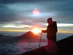 Un nuevo amanecer!! Volcn de agua, volcn de Acatenango, volcn de San Pedro y Santiago Atitln  #shutterguatemala #visitguatemala #antiguaguatemala #GuatemalaTrasMiLente #guatemala502 #guatezoom #guatemalamegadiversa #sunset #Sunset #quelindaguateqlg #W (Hurko) Tags: sunset paraso indescribable antiguaguatemala visitguatemala fingerprintofgod therealguatemala shutterguatemala guatezoom guatemalamegadiversa guatemalatrasmilente whpmydailyroute instagoodmyphoto guatemala502 quelindaguateqlg exploraguate retoinstagrampl likechapin lacapsuladeltiempopl milugarfavoritopl