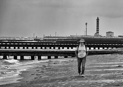 In riva al mare (Almar3000) Tags: bw faro mare jesolo camminare inrivaalmare