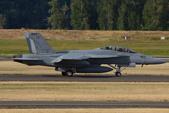 (Eagle Driver Wanted) Tags: portland airport military international hobo fa18f vfa94 kpdx portlandinternationalairport hobo13 165915 na403 hoboflt