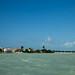 Cidade de Corozal e o mar azul-leitoso