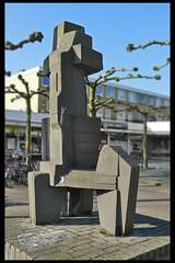 utrecht betonplastiek 04 1966 rietbroek a (troosterln) (Klaas5) Tags: sculpture holland art netherlands artwork outdoor kunst nederland sculptuur publicart paysbas niederlande kunstwerk plastiek postwarart picturebyklaasvermaas