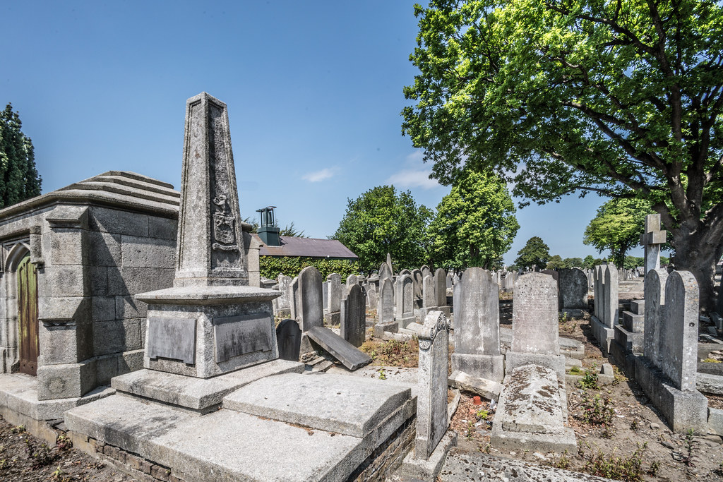 MOUNT JEROME CEMETERY AND CREMATORIUM IN HAROLD'S CROSS [SONY A7RM2 WITH VOIGTLANDER 15mm LENS]-117081