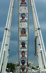 Grande roue faces, Place de la Concorde (Monceau) Tags: wheel football faces soccer placedelaconcorde granderoue