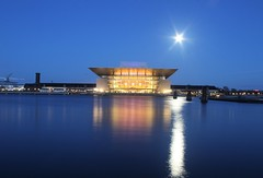 Teatro dell'opera, Copenaghen (ilaria.garbelli) Tags: longexposure moon reflection water night canon copenhagen denmark eos opera theatre 500d
