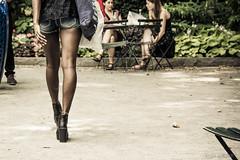 Pasos de bronce (Gonzak) Tags: gonzakfotos nyc manhattan 2014 gonzak manhatann ny newyork useta d7100 nikon legs piernas morena negra tacos gettyimages paso walk walking