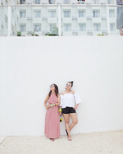 The always tired and hungry duo. Haha! 😂 P.S. Unsa juy atong gilantaw ani sa taas, Chu? Haha! 😄😂😁 #randr #mactan #mactanisland #mactancebu #cebu #whenincebu #ig_cebu #philippines #pilipinas #pinas #fujifilm #fujifilm_xseries #fujixserie
