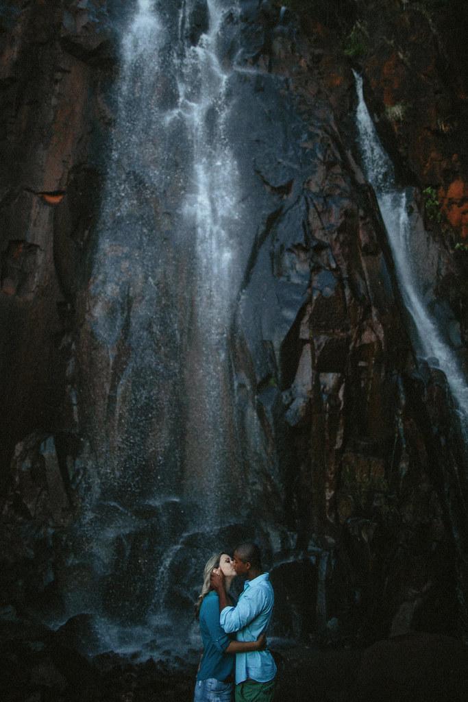 brotas, cachoeira em brotas, camilla e heber, engagement session, ensaio em brotas, ensaio na cachoeira, ensaio namorados, waterfall session,