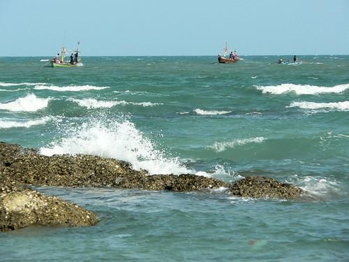 ST070 Hua Hin Sea with fishing boats