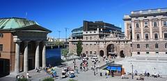 Högvaktsterrassen (Stockholm) (fotoeins) Tags: travel summer canon eos europa europe sweden stockholm kitlens gamlastan oldtown xsi eos450d henrylee 450d canonefs1855mmf3556is fotoeins henrylflee högvaktsterrassen mainguardterrace fotoeinscom