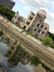 Anglų lietuvių žodynas. Žodis atomic bomb reiškia t lietuviškai.