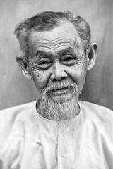 Wisdom (Gigin - NoDigital) Tags: people white man colors beard asia an vietnam hoian geography hoi vn qungnam tphian