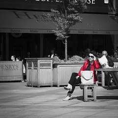 Lady in red (haqiqimeraat) Tags: red nikon dundee candid sunny colorseparation 2485