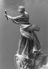 Fackelbrenner Statue Cechuv Brcke Prag (leo.laempel) Tags: prag 1993 staremesto cechuvbridge womanwithtorches