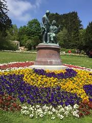 20160505_Baden_i_03 (weisserstier) Tags: park musician flower monument memorial musiker blume baden niedersterreich frhling denkmal straus loweraustria kurpark lanner johannstraus johannlanner