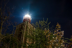 't Hoge licht (kjeldvdh) Tags: zeeland netherlands nederland walcheren lights lighthouse nikon light lamp bush bushes tree foliage stars skyscape sky westkapelle licht hoge vuurtoren d5500 dutch dark contrast outdoor outside longexposure