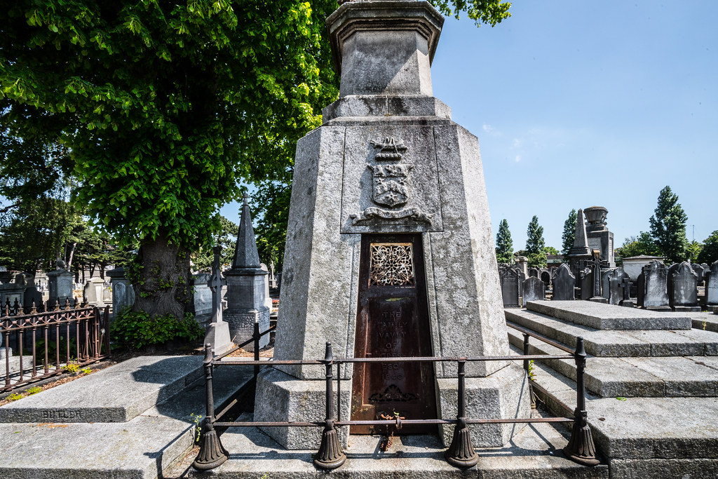 MOUNT JEROME CEMETERY AND CREMATORIUM IN HAROLD'S CROSS [SONY A7RM2 WITH VOIGTLANDER 15mm LENS]-117012