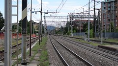 Quadrupla di E436 da Torino Orbassano a Modane FX in transito a Collegno(TO) (simone.dibiase) Tags: e436 linea torino orbassano modane bussoleno bardonecchia merci stazione mf sncf scalo fascio arrivi captrain italia francia italy france astride collegno rimando transito binario 2 train trains loco locos locomotive locomotiva trainstation stations station rail railway railways 359 337 344 351 fx