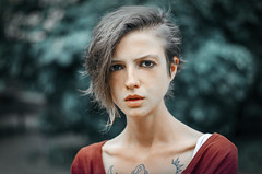 1989 EZ2 (2Fstudio) Tags: portrait technicolor red blue girl portraits woman forest pale tattoo skinny nikon d7000 50mm 18 angry