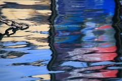 dyptique aquatique enchaîné (tableaux.imaginaires) Tags: sea mer abstract reflection art water marseille eau reflet astratto reflexion reflejos abstrait dyptique spiegelungen aquatique enchaîné reflessi boatrflections
