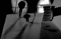 2015-05-21  La qute (Jacques Brel) (Robert - Photo du Jour) Tags: mai papier dcoupage blanc adle maquette jacquesbrel 2015 laqute laphotodujour
