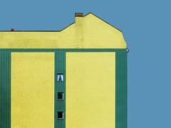 kaminrot | berlin | 1505 (feliksbln) Tags: blue red chimney sky building berlin verde green rot cortina window yellow azul facade ventana rojo fenster curtain edificio himmel front amarillo gelb cielo grün blau residential fachada kamin fassade vorhang chimenea residencial wohnhaus brandwand