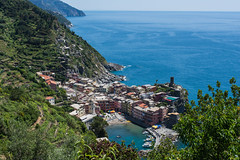 Vernazza - Cinque Terre (SMSidat) Tags: travel blue sea sky green nature water hike cliffs hills trail cinqueterre venazza