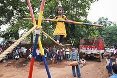 Market in Nangur (wietsej) Tags: india zeiss child market sony working trapeze 1635 a900 bastar sal1635z nangur