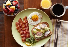 Cook up a balanced breakfast, complete with FARMER JOHN Classic Bacon to start off your Sunday! https://t.co/8ZVMp2QeMM (farmerjohnla) Tags: breakfast bacon brunch bae baconandeggs farmerjohn farmerjohnla