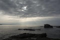 Asoma el sol (CeliaQuintillan) Tags: ocean costa sun sol beach water clouds landscape coast mar paisaje galicia nubes lugo rayos ocano ribadeo