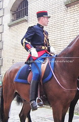 bootsservice 06 1175 (bootsservice) Tags: horse paris army cheval spurs uniform boots military cavalier uniforms rider cavalry militaire weston bottes riders arme uniforme gendarme cavaliers equitation gendarmerie cavalerie uniformes eperons garde rpublicaine ridingboots