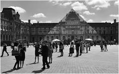 Pyramide du Louvre - cours Napolon (PENILLEAULT) Tags: jr pyramide anamorphose