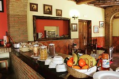 Buffet de Desayunos En Saln con Chimenea (brujulea) Tags: las hotel salon buffet malaga frontera con hoteles cortes chimenea buitreras desayunos hospederia hostales brujulea