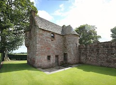 Edzell Castle (42) (arjayempee) Tags: edzellcastle angus forfarshire scotland castle towerhouse mounthpasses glenesk northesk lindsayofedzell earlofcrawford edzellcastlegardens stirlingofglenesk baronyofglenesk fortress courtyardcastle av6a536668stitch
