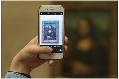 Difficulties to shoot Mona Lisa ? (sdupimages) Tags: lajoconde muse museum paris lelouvre monalisa