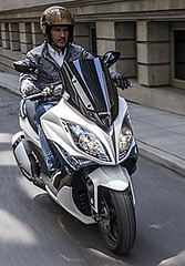 KYMCO y PACO RONCERO (KYMCO Espaa) Tags: madrid urban gente ciudad scooter chef moto urbana premium kymco airelibre movilidad pacoroncero carnb